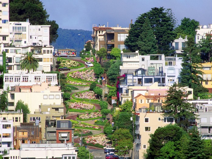 Très Lombard Street – The Most Curved Road In The World | San Francisco  IN17